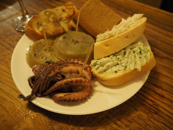 ośmiorniczka, serca karczochów porchetta, baccala mantecato