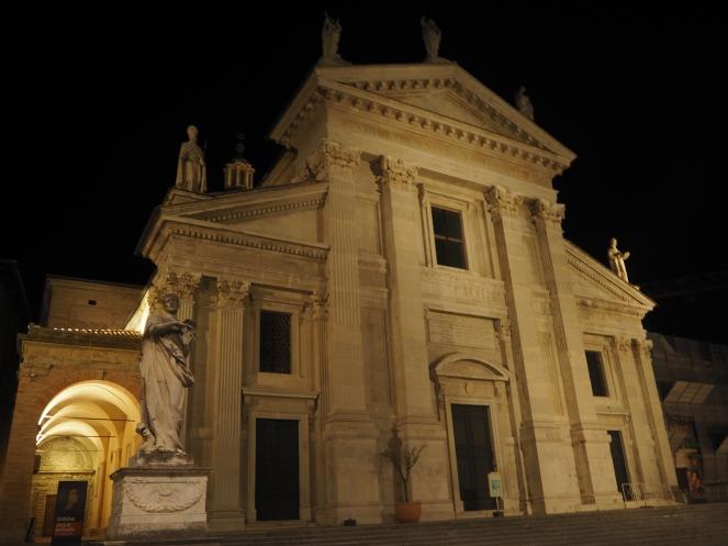 Urbino nocą